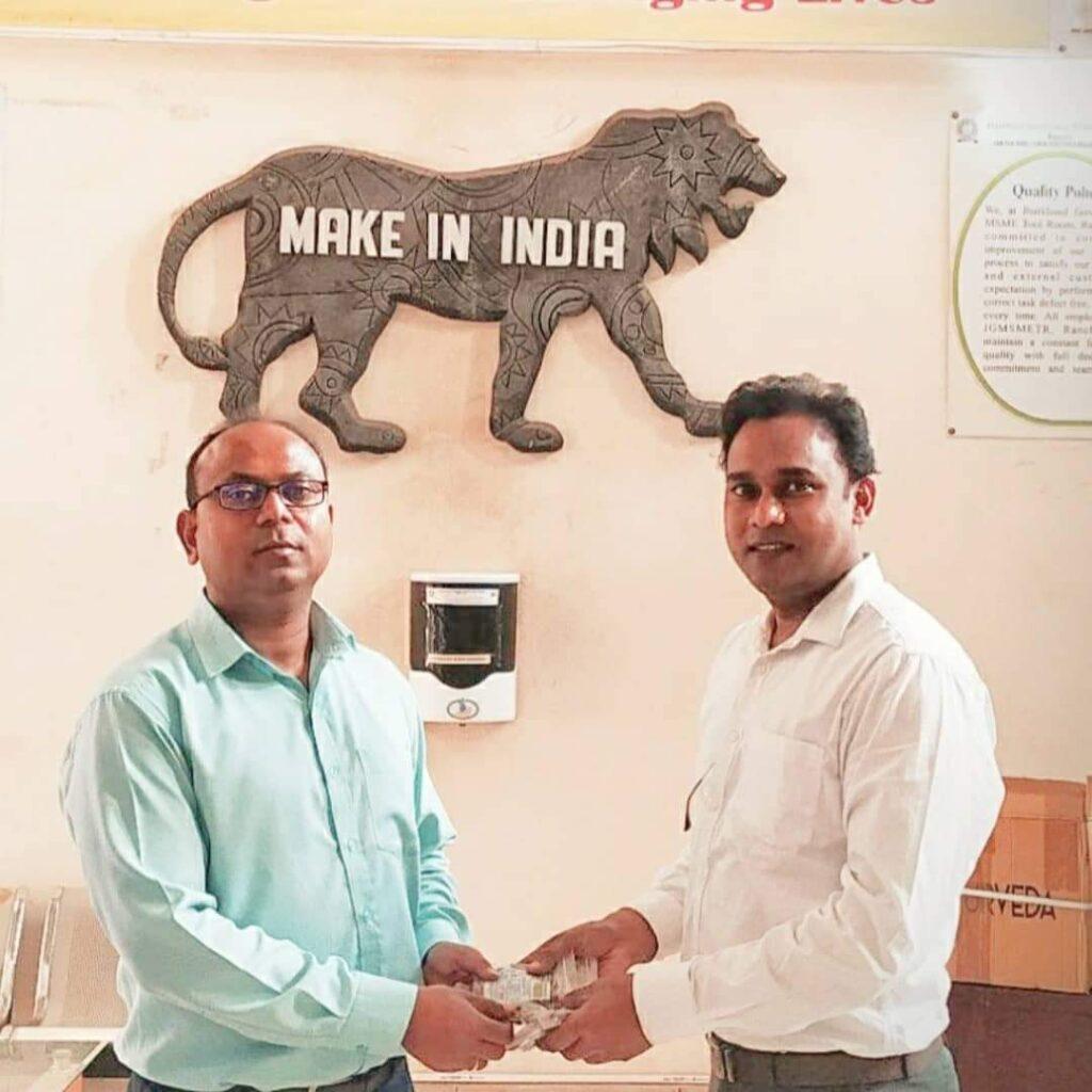 एमएसएमई टूल रूम रांची एवं कृषि उत्पादन बाजार समिति, पंडरा में निः शुल्क क्वाथ टैबलेट्स का वितरण।